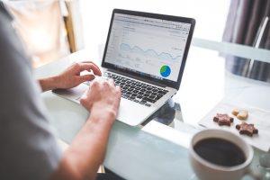 Warum ist Suchmaschinenoptimierung wichtig - SEO bei der Arbeit