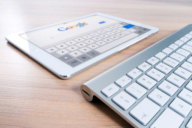 SEO für Einsteiger- Tastatur und Tablet